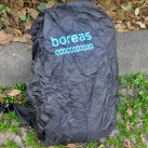 Große Regenhülle, die auch dann noch passt, wenn man am Rucksack außen etwas befestigt hat