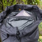 Der portable Rucksack lässt sich in der Innentasche verpacken