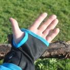 ...haben auch nach drei Jahren ihre Form behalten und schützen vor allem dann vor kalten Händen, wenn es für Handschuhe eigentlich noch zu warm ist