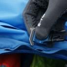 Abisko 65: Die Knebelknöpfe der Steckschließen (Kompressionsriemen) können einfach in der Höhe angepasst werden