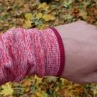 Lang geschnittene Armelbündchen, die nach Belieben über die Hände gezogen werden können, ohne auszuleiern.