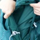 In den Seitentaschen ist viel Platz für Equipment, an das man schnell herankommen will