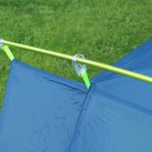 Exolight II - Mit Clips wird das Zelt schnell am Gestänge befestigt