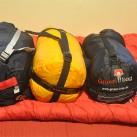 Grüezi Bag: Biopod-Zero-Packsack im Vergleich mit Orbit 0 von Deuter (li) und mammut Kompakt Spring (Mitte)