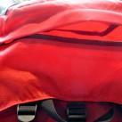 Extrem große Tasche im Deckelfach, von außen zugänglich.