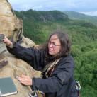Ankommen, Ausblick über der Elbe genießen und ins Gipfelbuch eintragen ...
