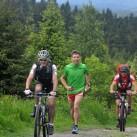 Schnell noch ein paar Radler im Aufstieg zum Fichtelberg überholen, die hatten wohl den Start zum Fischkona verpasst ...