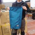 Carsten war ganz aufgeregt über seinen Rolltop-Rucksack - verwackelfreies Foto unmöglich!