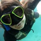 Lisa unter Wasser