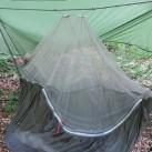 ... und einem Moskitonetz und Wetterschutzdach