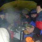 Draußen Regen, drinnen schon fast schön warm: Zeltkuscheln 2001 im Isergebirge