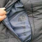 ... in denen die Jacke verstaut werden kann.