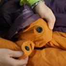 Helium 400 Women: selbstschließender Magnetverschluss am Wärmekragen