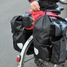 Ein Ortliebpacksack passt noch bequem auf den Gepäckträger zwischen die Back Roller Pro.