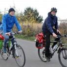 Markus (links) unterwegs im Herbst mit dem Stegaros Jacket Men von bergans