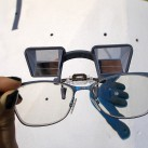 Sicherungsbrille: Hochgeklappt mit freier Sicht nach vorn