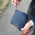 Das flexible Mesh-Material auf der Innenseite der Tasche macht es möglich ...