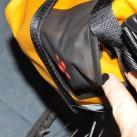Die elastischen Taschen sind sehr eng
