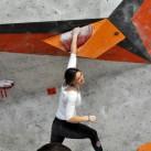 23 Boulder: Frauke abhängend in der Quali