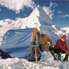 Test des weltweit ersten Tunnelzeltes bei einer Anden-Expedition 1970 (© Helsport)