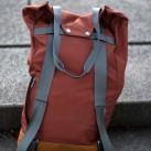 Counterpart: Rückseite mit Riemen und der Option: Rucksack oder Schultertasche