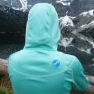 Pyua Ascend Hooded Women: (überflüssige) Stickerei an der rechten Schulter