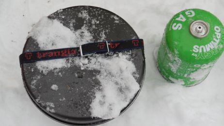 Einem Klassiker auf der Spur: Trangia-Sturmkocher mit Gasbrenner beim Wintertest