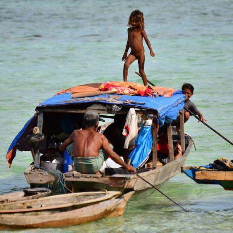 Sulawesi – von Seenomaden und gebratenen Hunden
