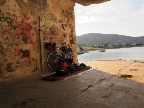 Mit dem Rad an Sardiniens Ostküste entlang, immer eine handbreit Asphalt unter den Reifen…