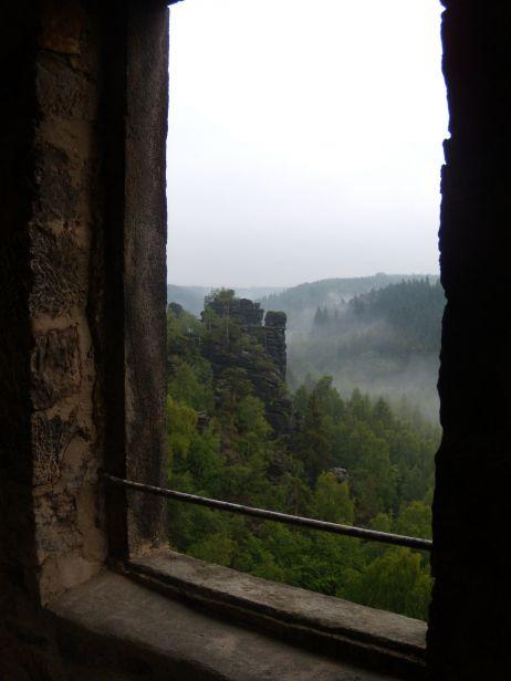 Blick durch ein Fenster von der Kaiser Wilhelm Feste