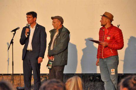 Was haben ein Wingsuit, ein Trollfinger und der Botschafter Nepals gemeinsam?