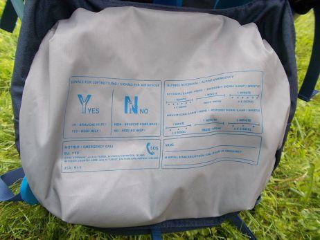 Deckelklappe mit Abdruck der Notsignale