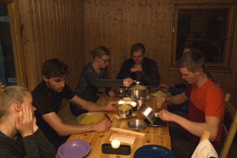 Abendessen in der Kamphütte