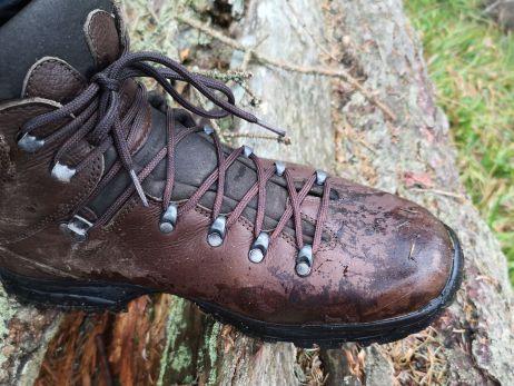 Der Schuh war geringen Feuchtigkeitseinwirkungen gewachsen