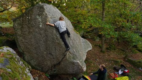 Jeder noch so kleine Riss im Fels dient als Fußtritt auf dem Weg nach oben