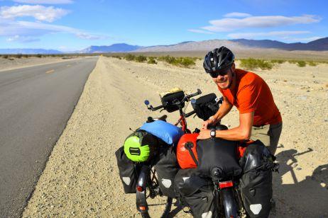 Mit jeweils 10 Litern Wasser ins Death Valley
