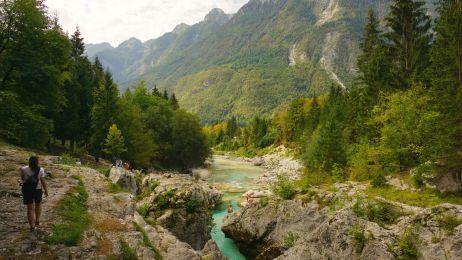 Die Soča bahnt sich ihren Weg durch das wunderschöne Tal