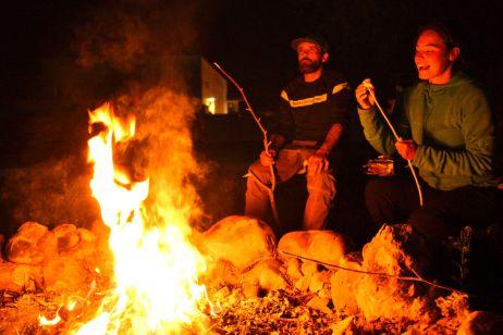Lagerfeuer mit Josh und S'Mores