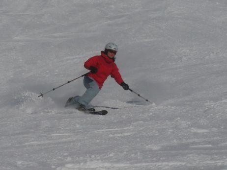 sandra ist auch gerne mit ski unterwegs