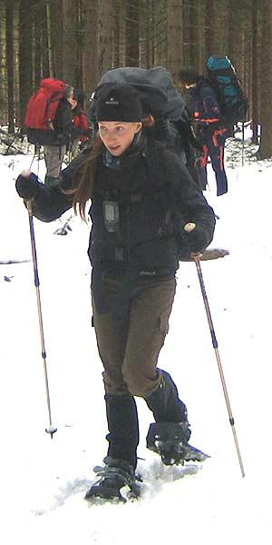Voll bepackt auf Schneeschuhtour