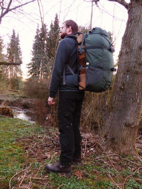 Rabanus testete den Rucksack im Frühjahr im Westerwald