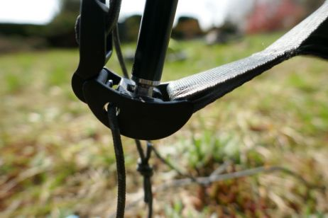 ohne hering - das aussenzelt wird am jake foot eingehangen und gespannt
