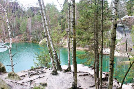 Adersbacher See (Adršpašské jezírko/ Pískovna) mit Eisschicht