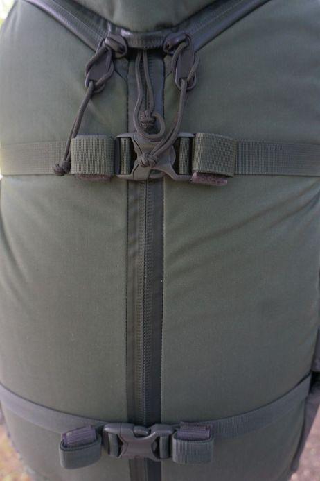 der y-zip ermoeglicht das komplette oeffnen des rucksacks