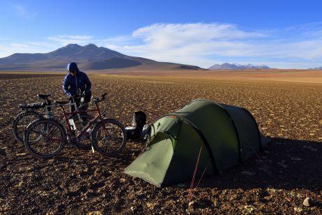 Nachdem wir vom Weg abgekommen sind, übernachten wir unfreiwillig bei -15 °C in der Siloli-Wüste