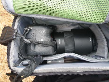 sicher verstaute spiegelreflex-kamera