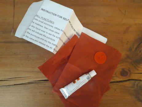 gehoert bei duennen matten mit dazu: flickzeug im lieferumfang