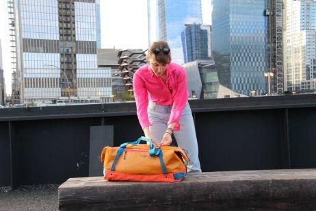 superpraktisch: der duffel laesst sich einfach zum rucksack verwandeln ...