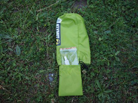 praktisch: kleine tasche im packbeutel für flickzeug