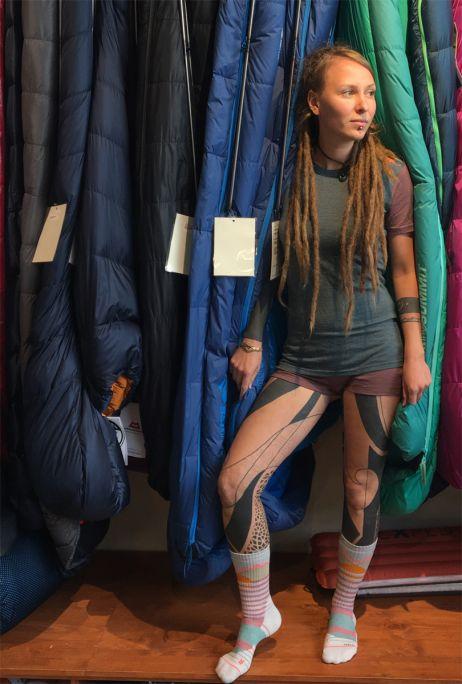 Kurz und sportlich: Anna in der Ortovox-Rock'n'Wool-Unterwäsche